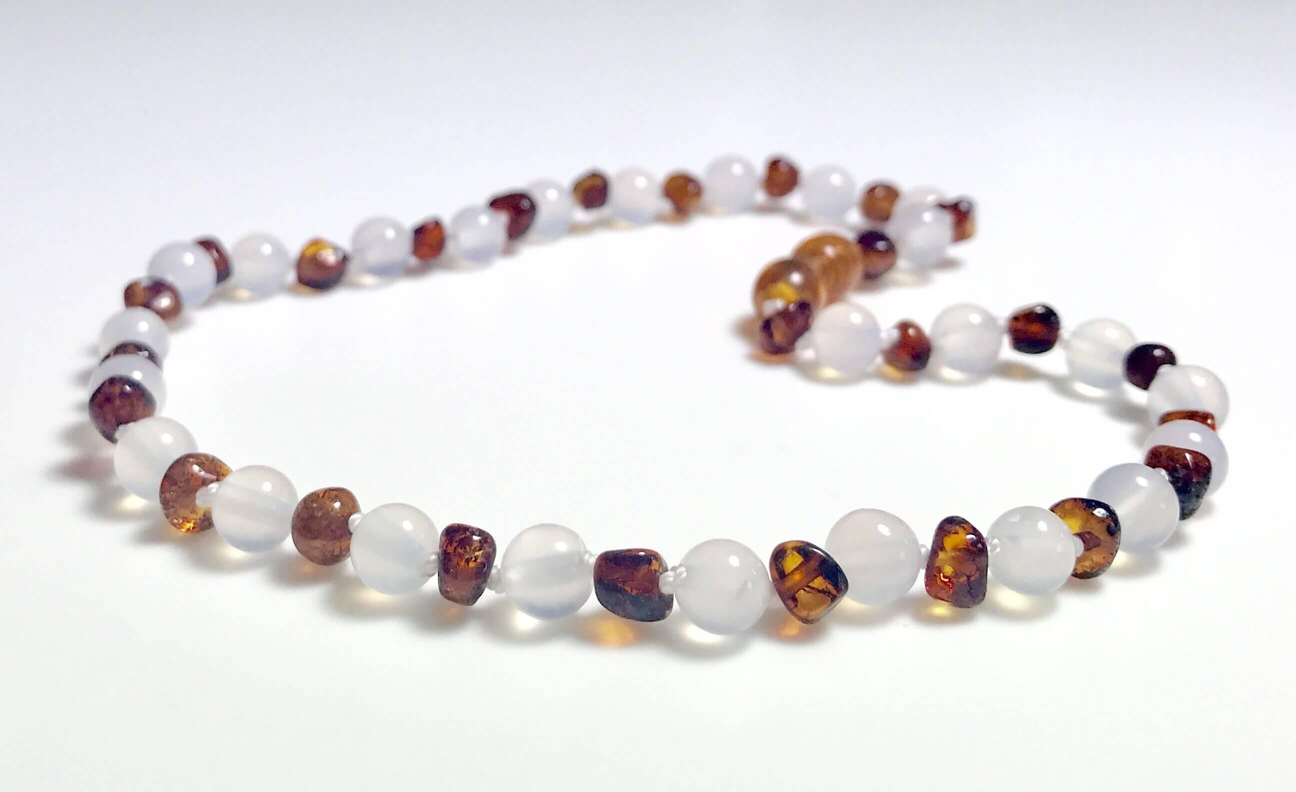 fec56baa2c3 Nouveau collier d Ambre bébé couleur Caramel et Agate banche